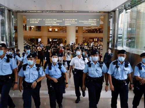 Hong Kong: La loi de sécurité utilisée de manière rétroactive par la police