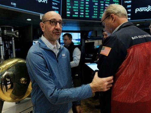 Wall Street finit sur une note contrastée, entre croissance molle et bons résultats d'entreprises