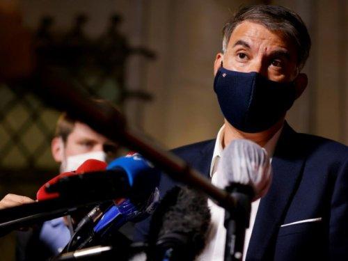 """Covid: Faure (PS) critique """"l'insoutenable légèreté"""" de Macron"""