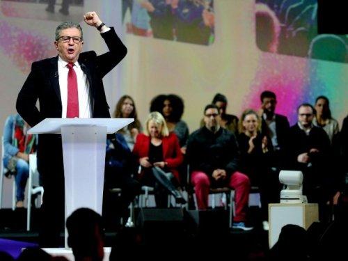 """Présidentielle: Mélenchon demande aux jeunes de """"passer les hypocrisies au karcher"""""""