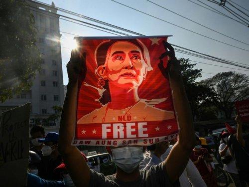 Birmanie: Aung San Suu Kyi jugée pour sédition