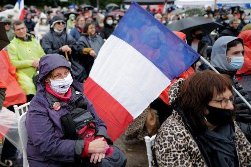 Malgré la pluie et le Covid, Mélenchon en meeting en Aveyron