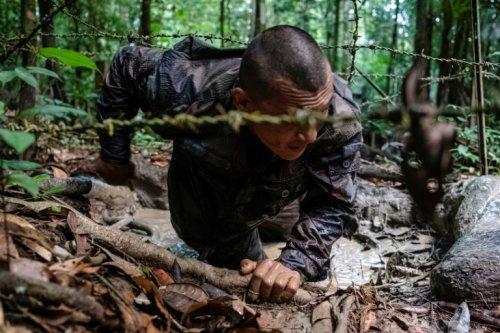 En jungle guyanaise, la formation d'une certaine élite militaire française