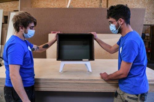 Un meuble fabriqué par Emmaüs Atelier entre au Mobilier national de France