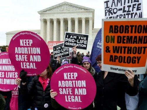 La Cour suprême, remaniée par Trump, va se pencher sur le droit à l'avortement