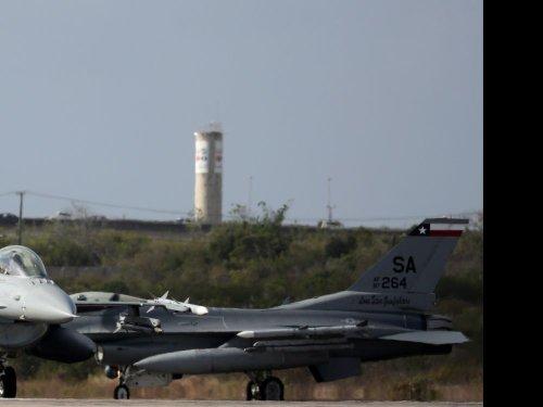 Turquie: Erdogan dit que les États-Unis ont proposé la vente de F-16
