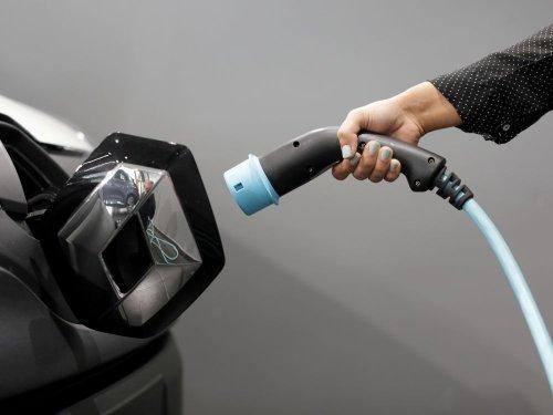 Vers un report de la baisse des aides à l'achat d'un véhicule électrique