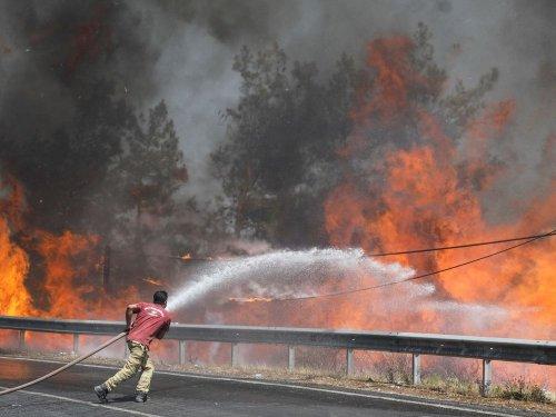 Les incendies se multiplient en Turquie, Grèce et en Sicile