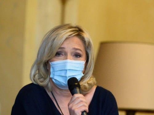 Marine Le Pen se prend pour le général De Gaulle