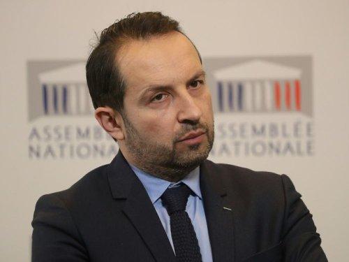 """Le RN demande à Macron de """"présenter des excuses"""" pour les 100.000 morts du Covid"""