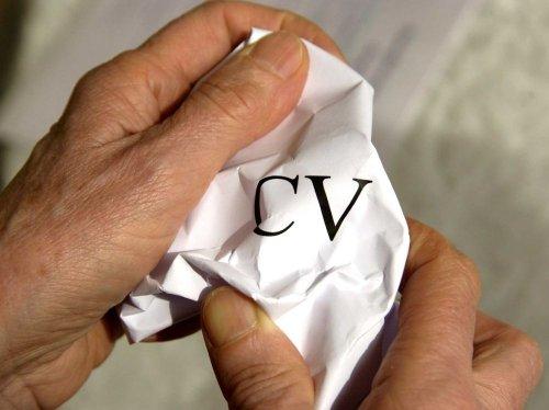 """Cadres """"seniors"""": soigner son CV et son réseau pour trouver un job"""