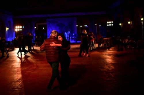 Sous les étoiles, le retour du tango dans une milonga de Buenos Aires - Challenges