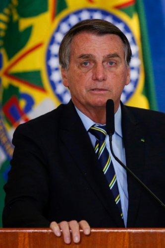 Brésil: acculé, Bolsonaro remobilise ses troupes