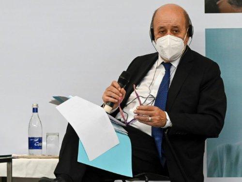 """Le PS est """"passé en 2e division"""", regrette Le Drian"""
