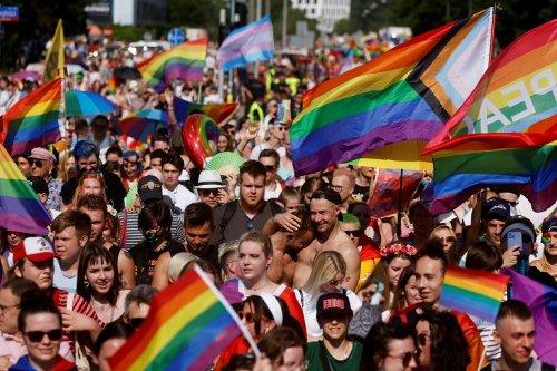 Des milliers de participants à la Gay Pride de Varsovie