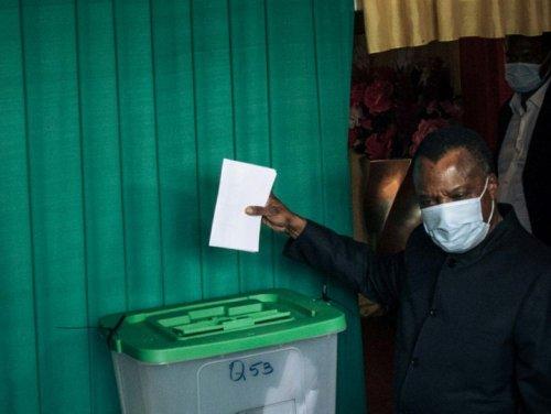 Présidentielle au Congo: fin du vote, l'opposant à Sassou évacué vers la France