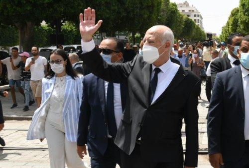 Tunisie: le président Saied renforce ses pouvoirs - Challenges