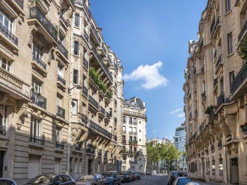 Combien faut-il gagner pour acheter un appartement de 75 m² à Paris?