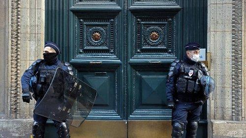 COVID-19: Police bust 100 at underground Paris restaurant