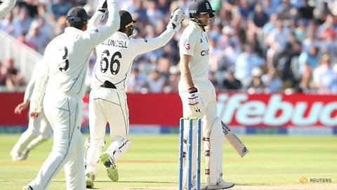 Cricket-England batting collapse leaves New Zealand in driving seat in second test