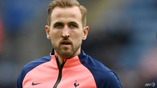 Football: Spurs chairman Levy warns Kane over exit talk
