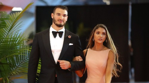 Chicago Bears QB Mitch Trubisky gets engaged to girlfriend Hillary Gallagher