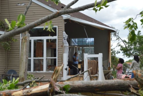 Here's how to help tornado victims in Naperville, where victims can get help and how scams can be avoided