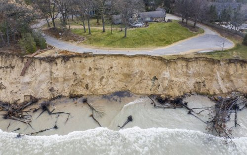 Great Lakes water level surge eases after 2 record-setting years: 'This is one of the drier years we've seen in some time'
