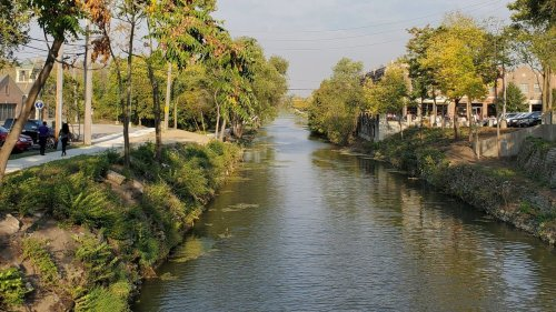 By foot, pedal or mule power, exploration awaits along historic Illinois canal