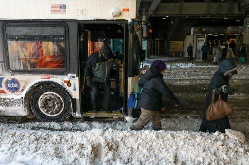 Chicago-area roads, transit bogged down by snowstorm
