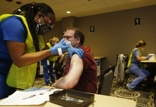 United spending $1.4M every two weeks on paid leave for unvaccinated pilots