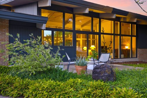 This $995K Hinsdale home is the stuff of your midcentury modern dreams