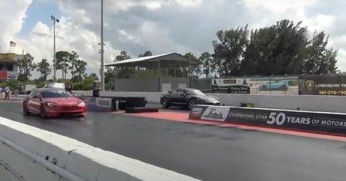 Porsche-Fahrer verliert Rennen gegen Tesla: Er kauft sofort ein E-Auto online