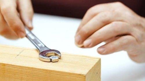 Handwerker-Trick: So bastelst Du blitzschnell einen passenden Schraubenschlüssel