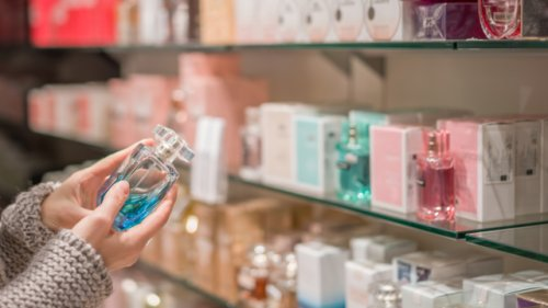Kunden können clever Geld sparen: Das Geheimnis hinter den Billig-Parfüms bei Aldi und Lidl
