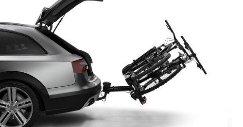 Ehepaar sieht auf der Autobahn in den Rückspiegel: Und vermisst seine E-Bikes