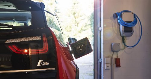 Versicherungskosten: Besitzer von E-Autos lachen ihre Verbrenner-Freunde aus