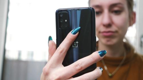 Apps absichtlich langsamer: Smartphone-Hersteller bremst Anwendungen aus
