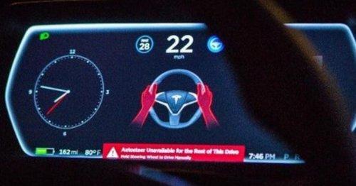 Im Tesla den falschen Hebel gezogen: E-Auto-Fahrer soll 12.000 Euro zahlen