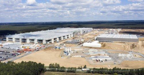 60.000 LKWs voller Wasser: Unternehmer hat irre Idee für deutsche Gigafabrik