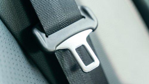 Viele Autofahrer wissen es nicht: Darum fehlt beim Sicherheitsgurt des Fahrers die Schlaufe