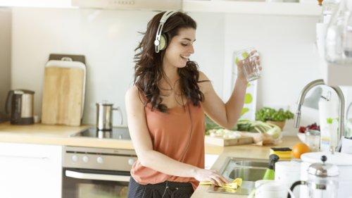 Strom-Fresser in der Küche: Welches Elektrogerät Sie jetzt reinigen sollten