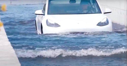 Straßen werden zu reißenden Bächen: Teslas pflügen einfach durch die Flut