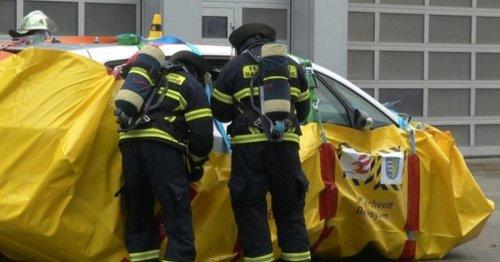 E-Auto-Brände: Hessische Feuerwehr entwickelt geniale Lösch-Technik