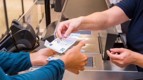 Bei Aldi, Lidl, Edeka und Co.: Hier können Sie kostenlos Bargeld abheben