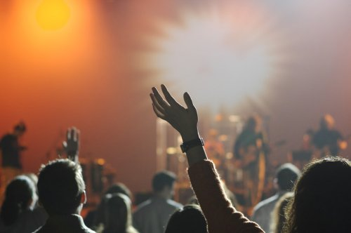 Theologian denounces contemporary worship: It 'harms discipleship,' 'doesn't mature believers'