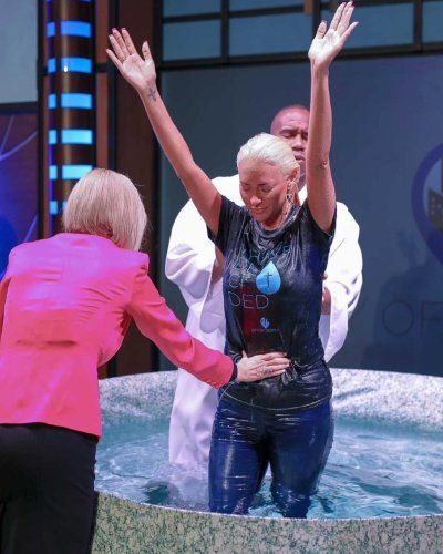 Singer Kaya Jones commits to 'working for the Lord' full time after experiencing 'life changing' baptism