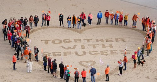 Beach protesters take stand over 'anti-refugee' bill