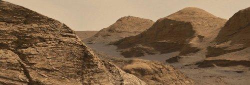 Depuis les flancs du mont Sharp, Curiosity nous envoie une carte postale grandiose