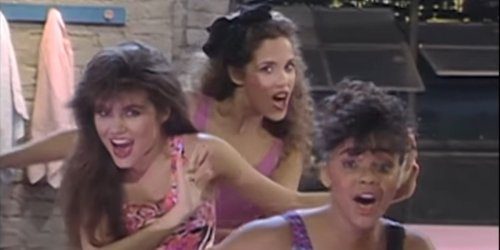 Tiffani Thiessen Posts Throwback Saved By The Bell Pic, And I Can't Stop Looking At All The Hats